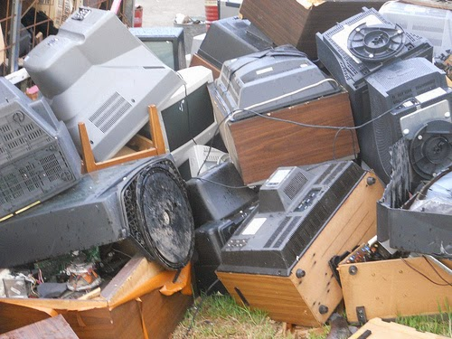 recycling cathode ray tube and toxic Hazardous waste cathode ray tubes (crt) monitors and televisions with cathode ray tube crt units can contain a variety of toxic metals, such as barium.