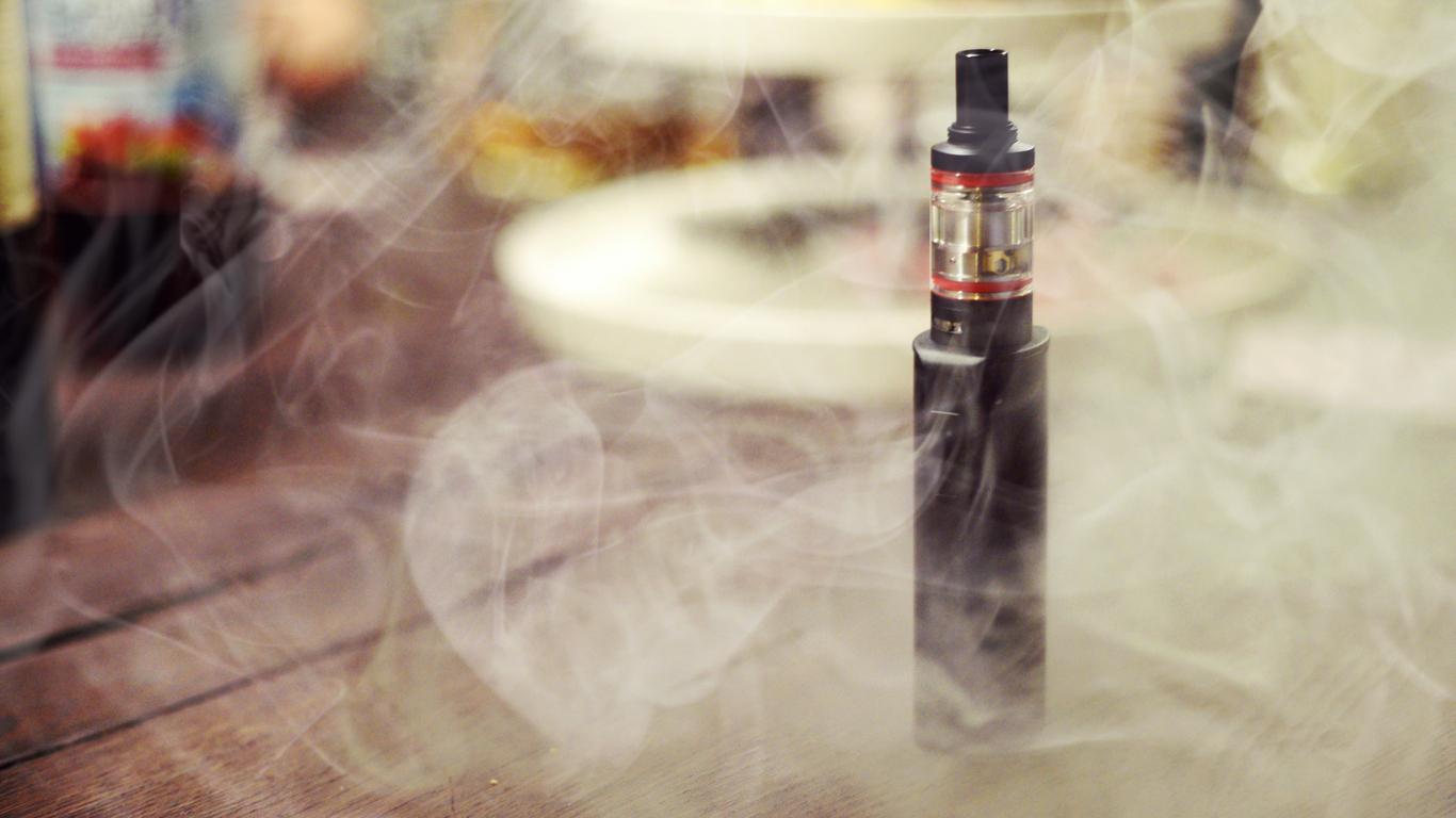 Electronic Cigarette/E-Cigarette in smoke